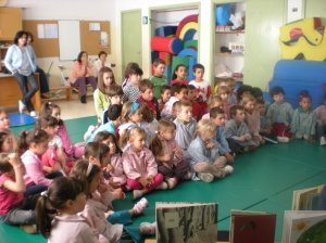 Tanto os mestres como os escolares de O Ramo gozaron coa sesión de contos e música de PALABRAS NO AR