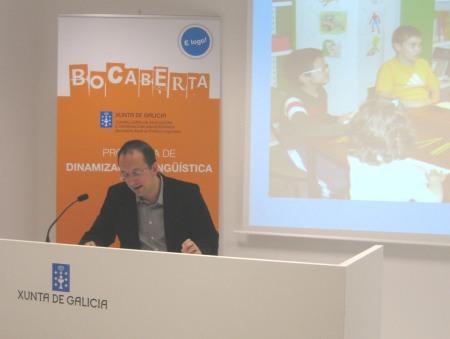 """O secretario xeral de Política Lingüística, Anxo Lorenzo, na presentación de """"Bocaberta"""""""