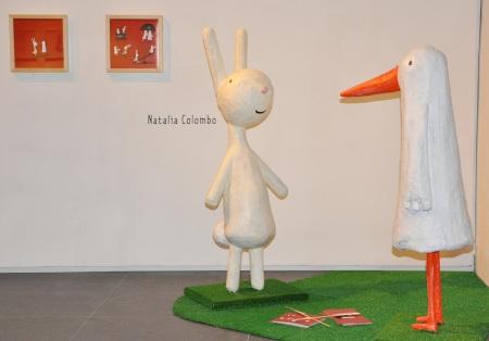 """O señor Pato e o señor Coello, protagonistas de """"Cerca"""" (figuras realizadas por Mari-Sol García, de KALANDRAKA)"""